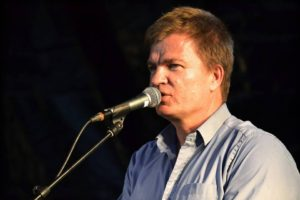 Stig Skovlind spiller i Café Kaffeblomst